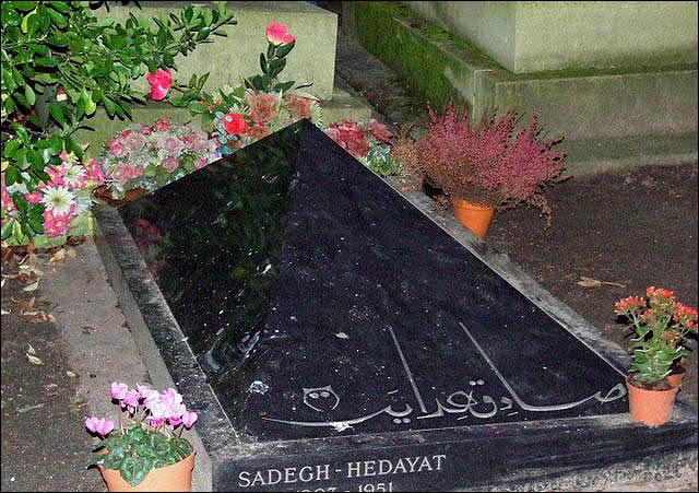 سنگ قبر صادق هدایت