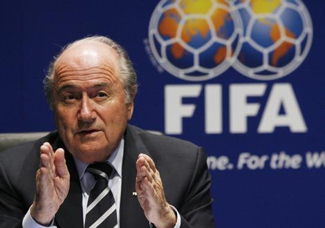 سپ بلاتر رئیس فدراسیون جهانی فوتبال (فیفا) هم امروز دوشنبه طی نامهای ریاست علی کفاشیان را به وی تبریک گفت و صریحا اعلام کرد که از او حمایت خواهد کرد. عدم پذیرش کفاشیان یعنی تعلیق فوتبال ایران!