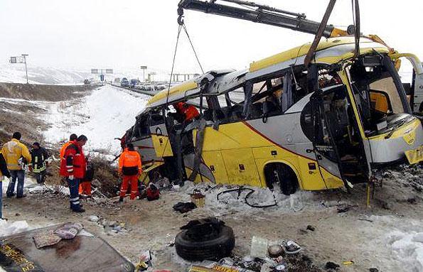 اتوبوس حامل مسافران ایرانی که از استانبول عازم ایران بود در در نزدیکي شهر ارزروم واژگون شد.
