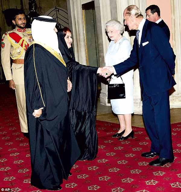 دیدار ملکه انگلستان با پادشاه بحرین در مراسم شصتمین سالگرد سلطنتش