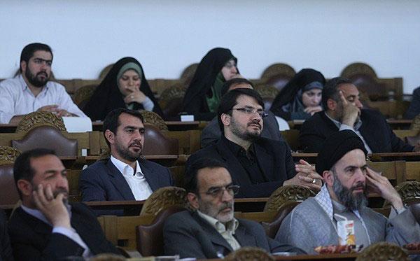 طرفداران حداد عادل ...