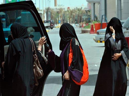 زنان از دیر باز حق رانندگی در عربستان را نداشته اند و تاکنون این معضل به قوت خود باقی مانده است.