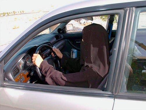 ابتدا ترس تمام وجود یک زن عربستانی را از نشستن در پست فرمان فرا می گرفت.