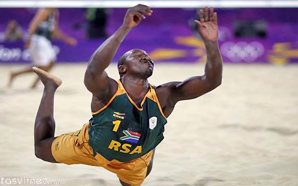 فریدام چیا از آفریقای جنوبی در هنگام والیبال ساحلی سقوط کرد