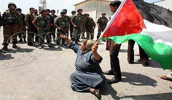 اما مقاومت همچنان ادامه دارد و پرچم فلسطین هرگز بر زمین گذاشته نخواهد شد