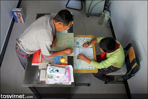 شورای روستا این اتاق را طی هشت سال گذشته در اختیار ژیآئو لیانگ قرار داده تا در آن درس بخواند.