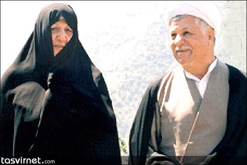 هاشمی رفسنجانی و عفت مرعشی؛ خانم مرعشی از معدود زنانی است که کمترین دخالت در سیاست را داشته اما در چند سال گذشته حوادث و تحولات اجتماعی پای او را نیز به سیاست کشانده است.
