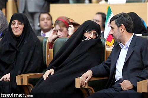 اعظم السادات فراحی همسر محمود احمدی نژاد. خانم فراحی نقش مهمی در کنار همسر خود به عنوان رئیس جمهوری داشت به طوری که ایشان یکی از پاهای ثابت سفرهای خارجی احمدی نژاد بوده و در دیدار مقام های خارجی از ایران نیز دیدارهایی جداگانه با همسران آنها داشته است.