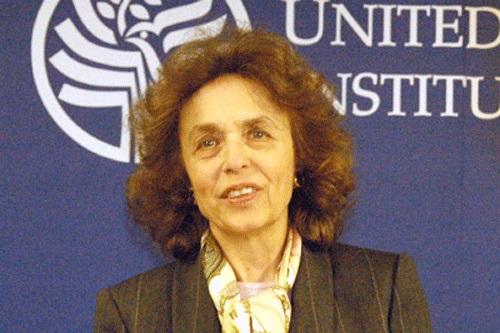 هاله اسفندیاری یکی از این زنان بود که بازداشت وی با تبلیغات بسیاری همراه بود. تبلیغاتی که از سوی رسانه های غربی مطرح می شد و بدون اینکه به ملیت وی اشاره ای بکنند به تابعیت آن تاکید داشتند و آن را نوعی رویارویی تهران - واشنگتن قلمداد می کردند.