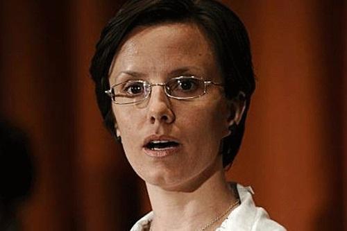 سارا شورد؛ از دیگر زنانی است که به همراه دو کوه نورد مرد دیگر در مرزهای غربی دستگیر شد.رسانه های آمریکایی دستگیری این متجاوزین به خاک جمهوری اسلامی ایران را نوعی گروگانگیری جلوه دادند. این زن نیز قبل از دو همراه مرد دیگر با سپردن وثیقه آزاد شد. او درباره اینکه چه کسی مبلغ وثیقه 500 میلیونی اش را پرداخت کرد گفته بود : نمی دانم چه کسی این مبلغ را پرداخت کرد اما یکی از مقامات عمانی به من گفت که یکی از شهروندان ایرانی می خواست منزل شخصی اش را به عنوان وثیقه رهن دادگاه کند.