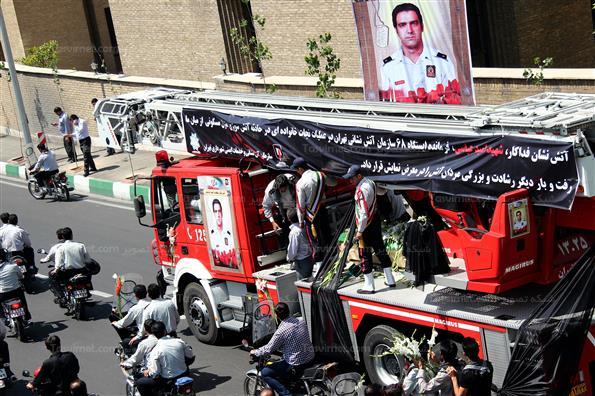 تشییع پیکر امید عباسی آتشنشان فداکار