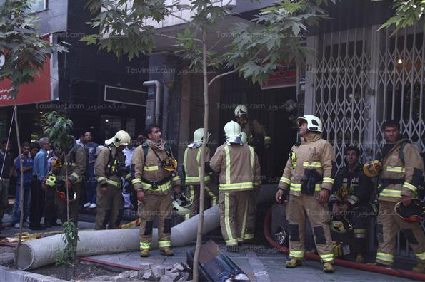 مهار آتش در خیابان ولیعصر تهران