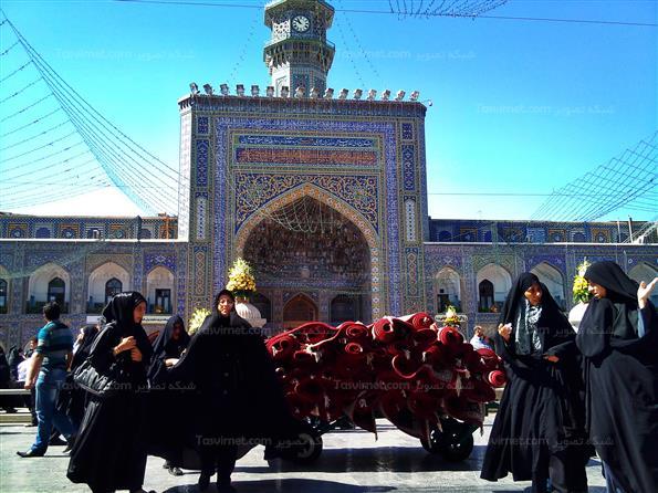زائران حرم حضرت علي ابن موسي الرضا (ع)