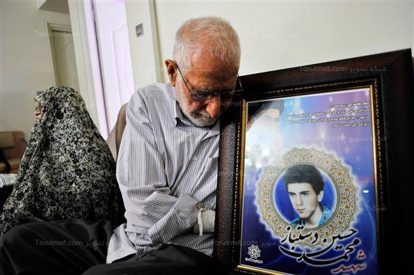 دیدار اهالی رسانه با خانواده شهید حسین دست باز