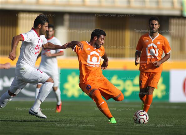 دیدار تیم های فوتبال سایپا وپدیده مشهد
