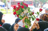 اهداء هزار شاخه گل به بانوان بجنوردی