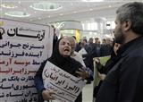 اعتراض مالباختگان موسسات مالی و اعتباری در نمایشگاه مطبوعات