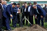 کاشت نهال توسط رئیس مجلس به مناسبت روز درختکاری
