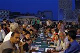 مراسم سفره افطاری در میدان امام حسین