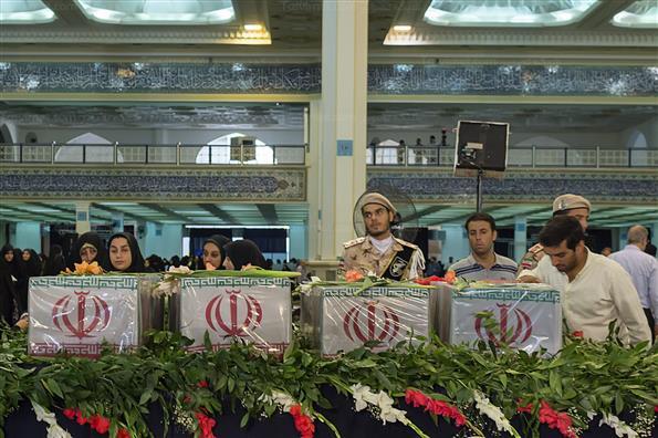 دعای عرفه و وداع با شهدای گمنام در مصلای تهران