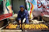 پخت و پخش غذای گرم در مناطق محروم جنوب شرق تهران