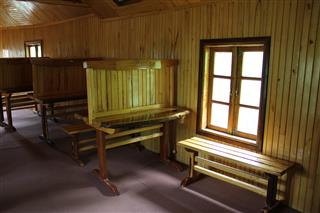 راضیه برمکی, کتابخانه چوبی